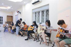Học guitar đệm hát nhanh nhất tại Hà Nội